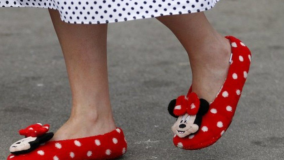 http://ichef.bbci.co.uk/news/976/cpsprodpb/11281/production/_87937207_slippers.jpg