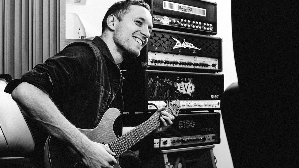 Architects guitarist Tom Searle sadly dies after battle with cancer