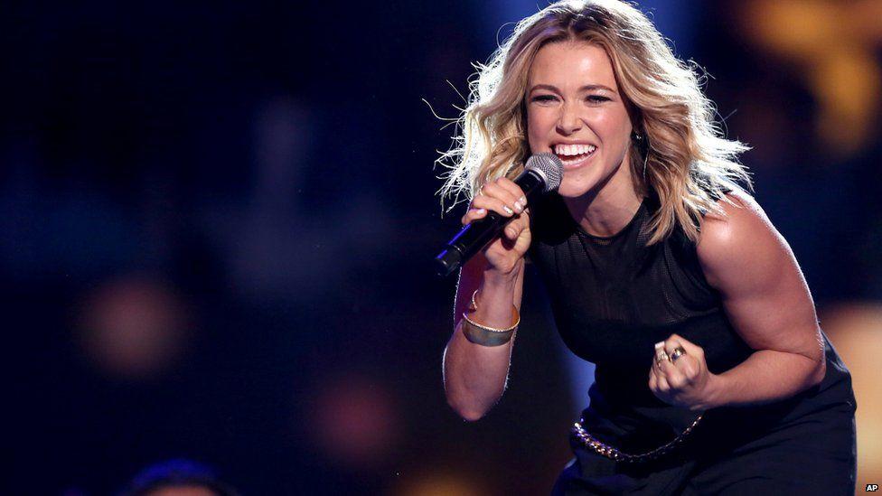 Rachel Platten performing at the Teen Choice Awards