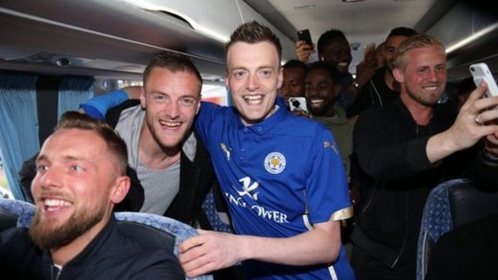 Jamie Vardy next to his lookalike, postman Lee Chapman