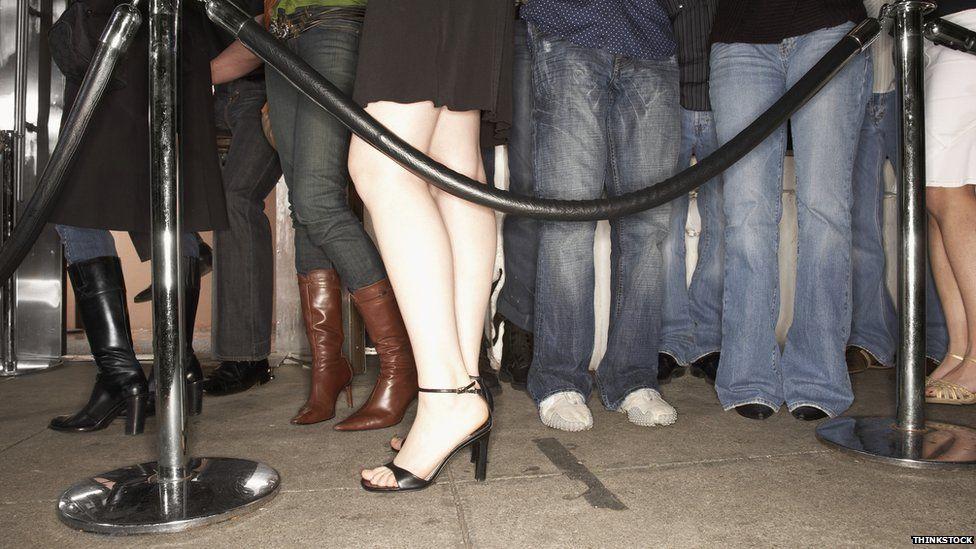 Queue of legs