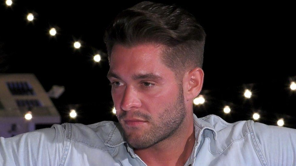 Love Island's Jonny slammed by domestic abuse charity for behaviour towards Tyla