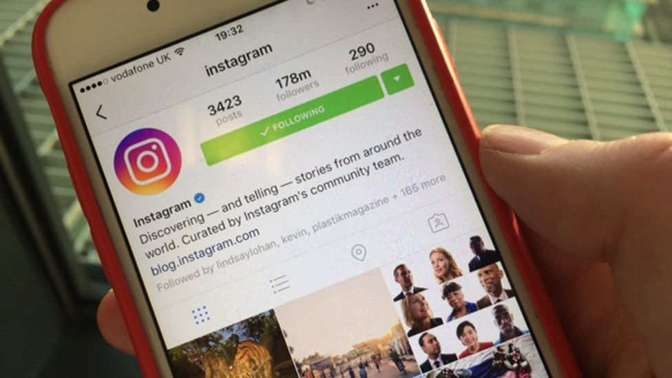 Instagram Stories launches and people say it's a lot like Snapchat ... BBC976 × 549Search by image Instagram on an iPhone