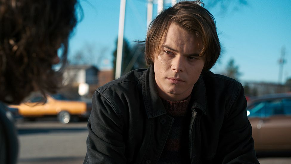 jonathan byers actor