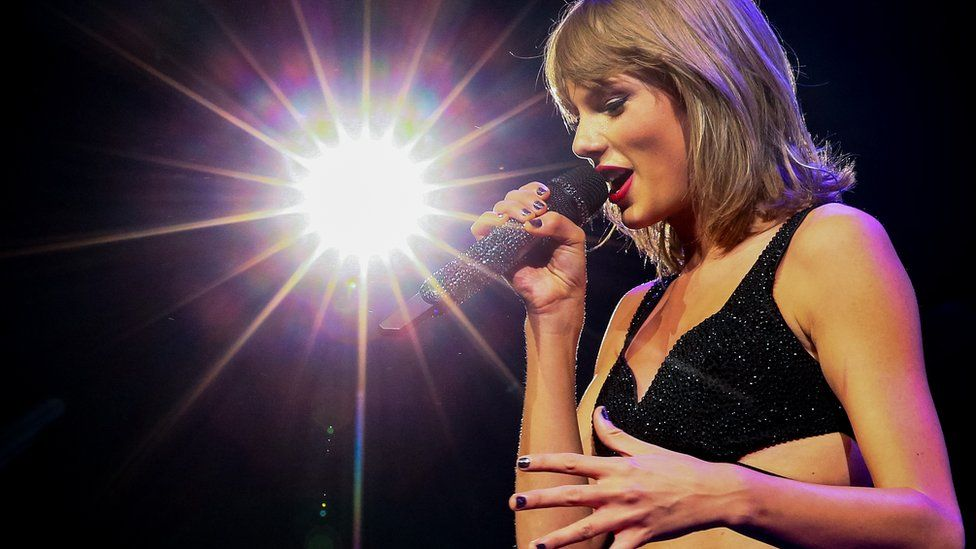 Taylor Swift performing during her 1989 tour