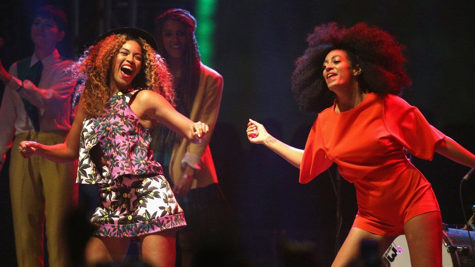 Beyonce and Solange performing at Coachella in 2014
