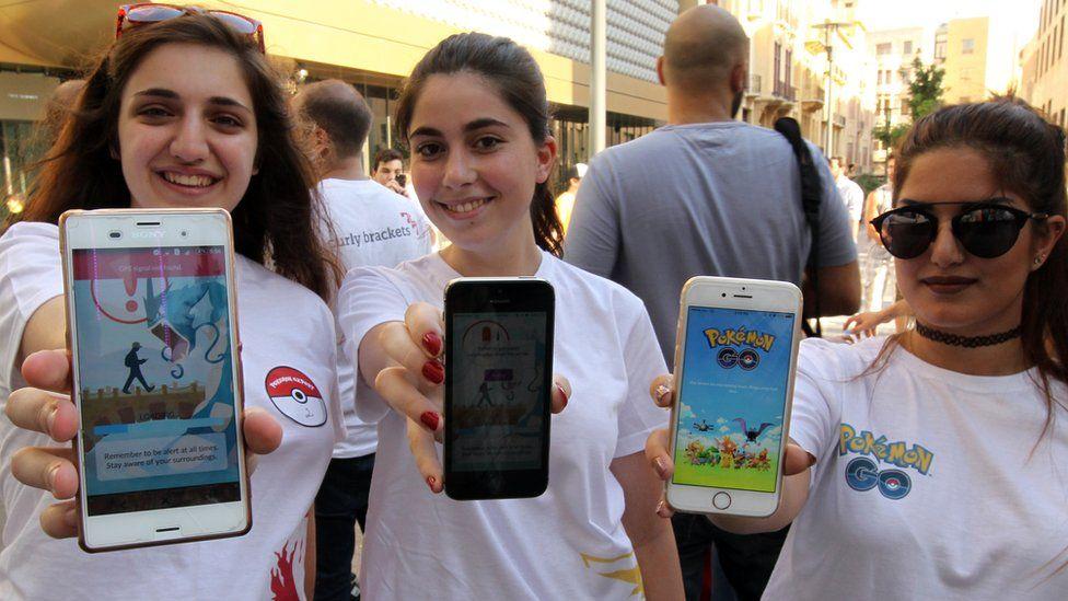 Girls playing Pokemon Go