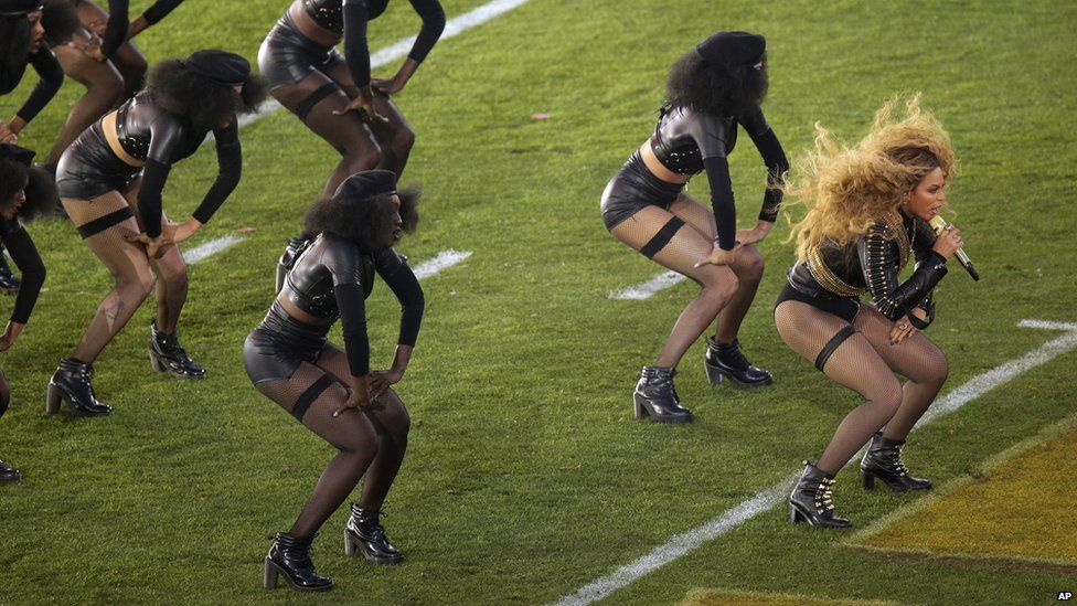 Beyonce on the pitch with her dancers