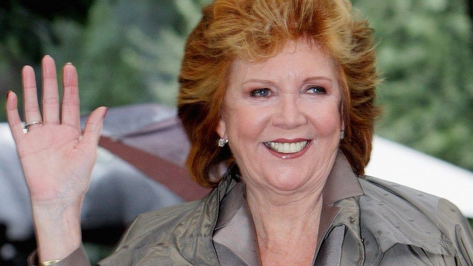 cilla black blind date 1985 An unscreened pilot was made with comic duncan norvelle as presenter but it was eventually hosted by cilla black blind date online blind date 1985 to 31 may.