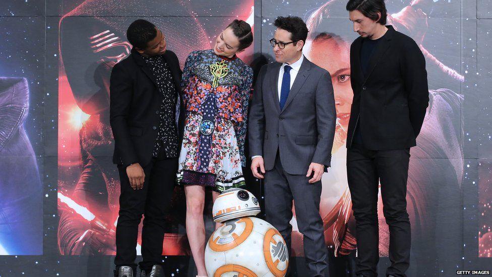 John Boyega, Daisy Ridley, JJ Abrams, Adam Driver and the droid BB8