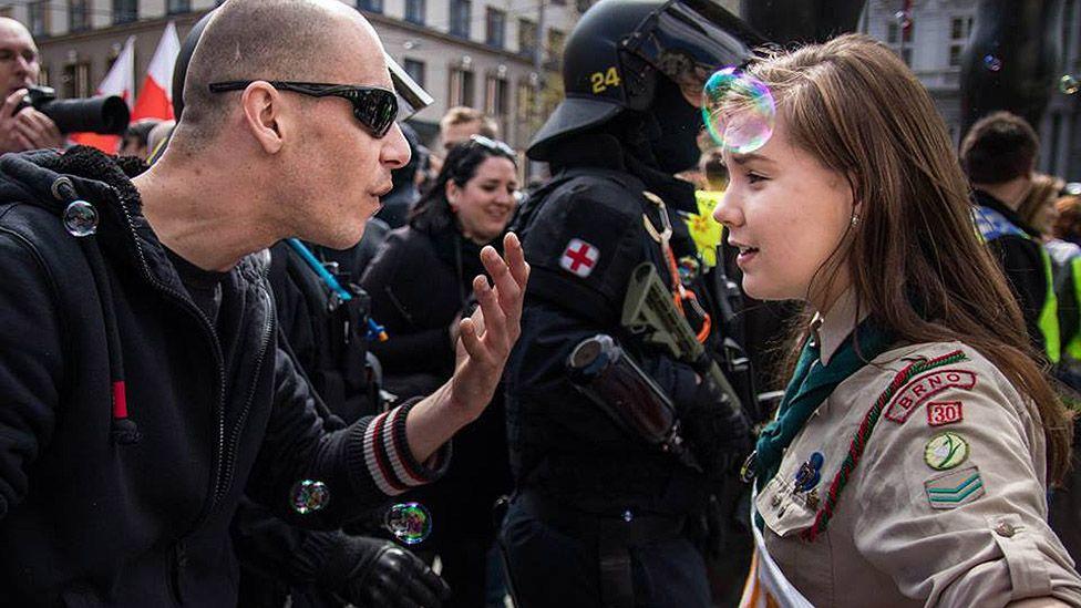 Czech teen Scout confronts neo-Nazis