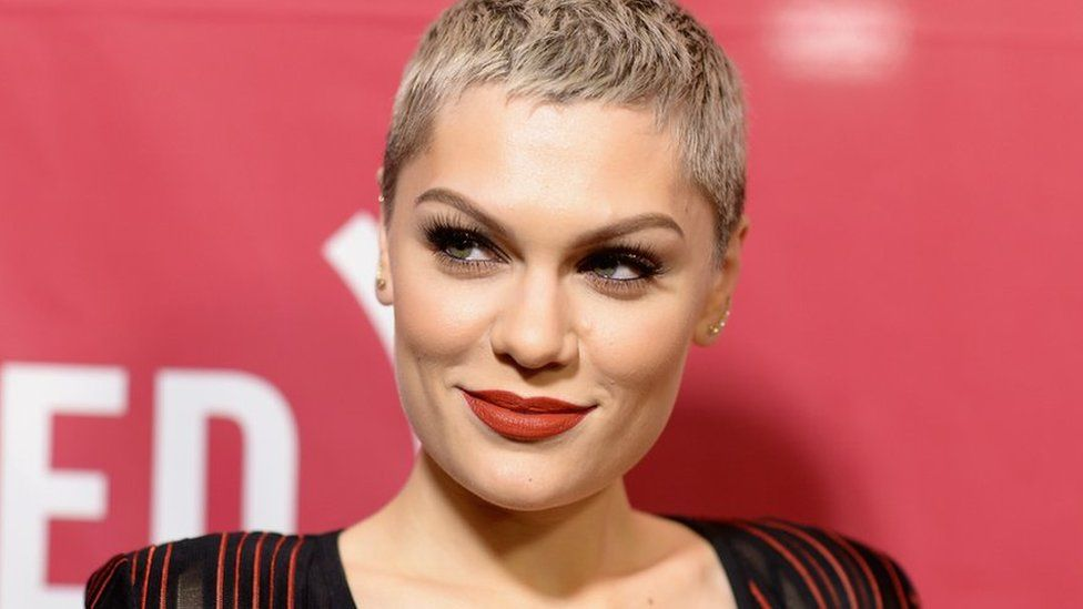 The 28-year old daughter of father Stephen Cornish and mother Rose Cornish, 175 cm tall Jessie J in 2017 photo