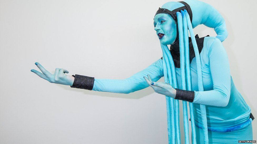 Leah Thomas dresses as Diva Plavalaguna from 'The Fifth Element'