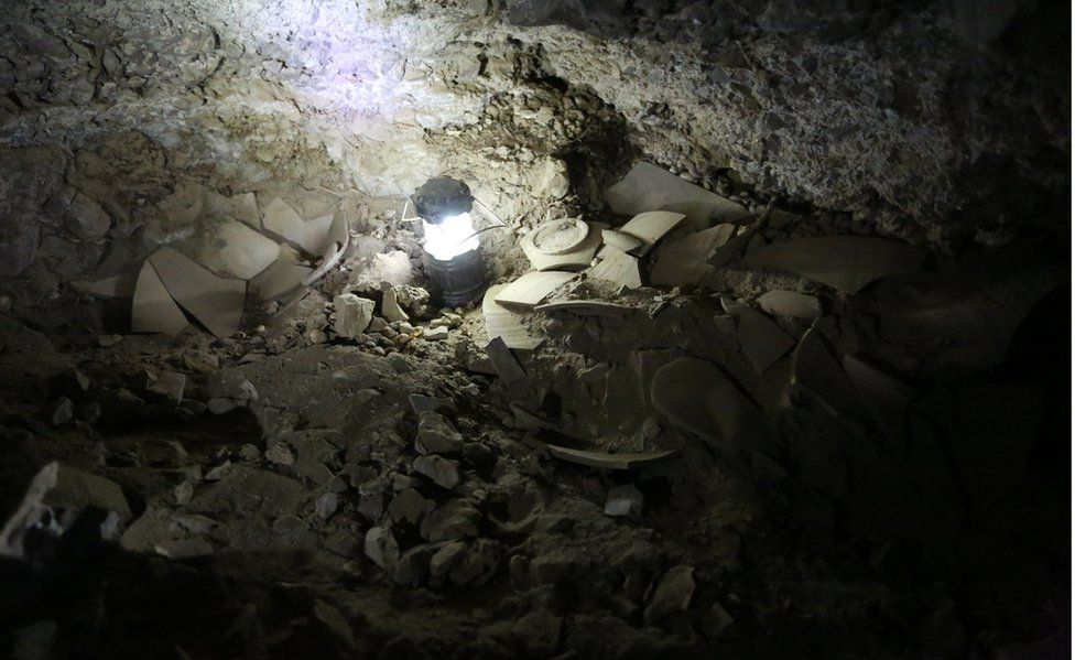http://ichef.bbci.co.uk/news/976/cpsprodpb/217D/production/_94237580_cave.jpg