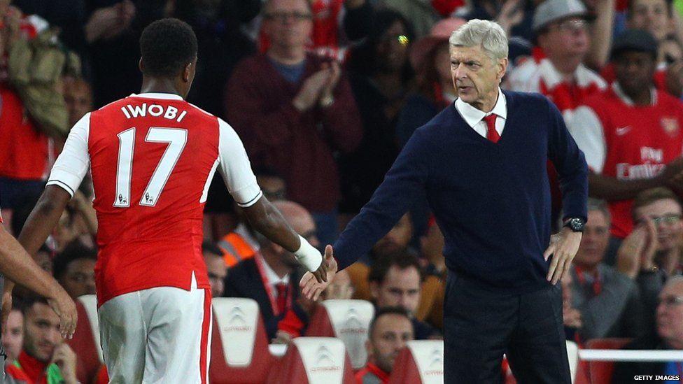 Arsene Wenger and Alex Iwobi shake hands