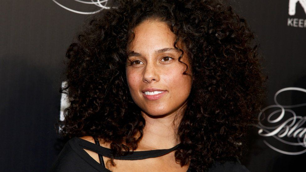 alicia keys says anyone who isn t a feminist is crazy in make up