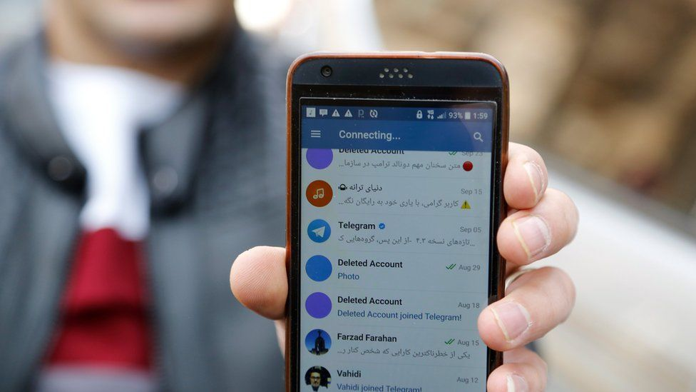 An Iranian man shows his mobile phone attempting to connect to social media channels in Tehran (2 January 2018)