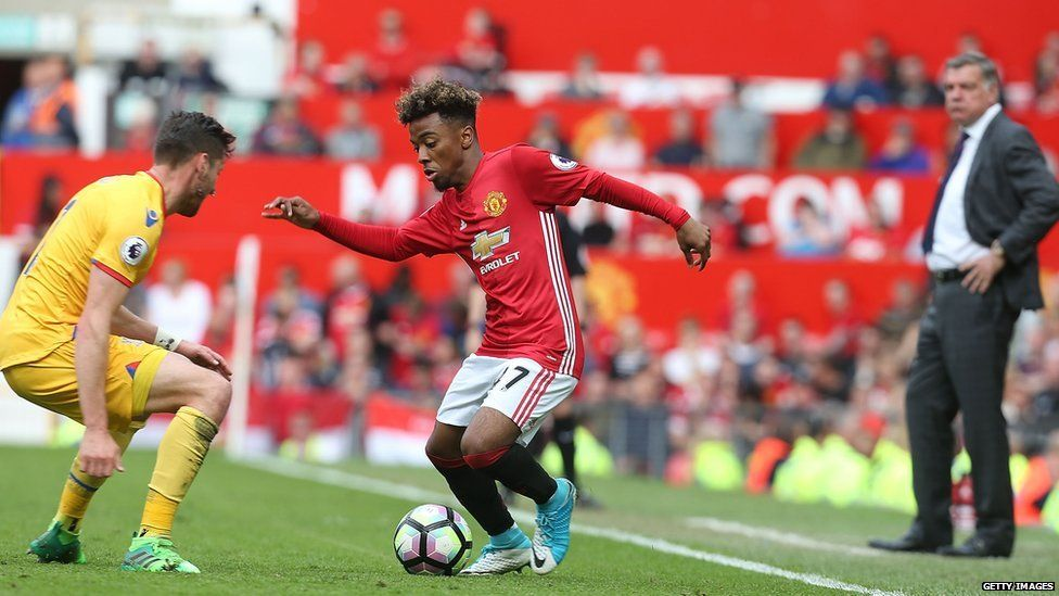 Angel Gomes playing against Crystal Palace