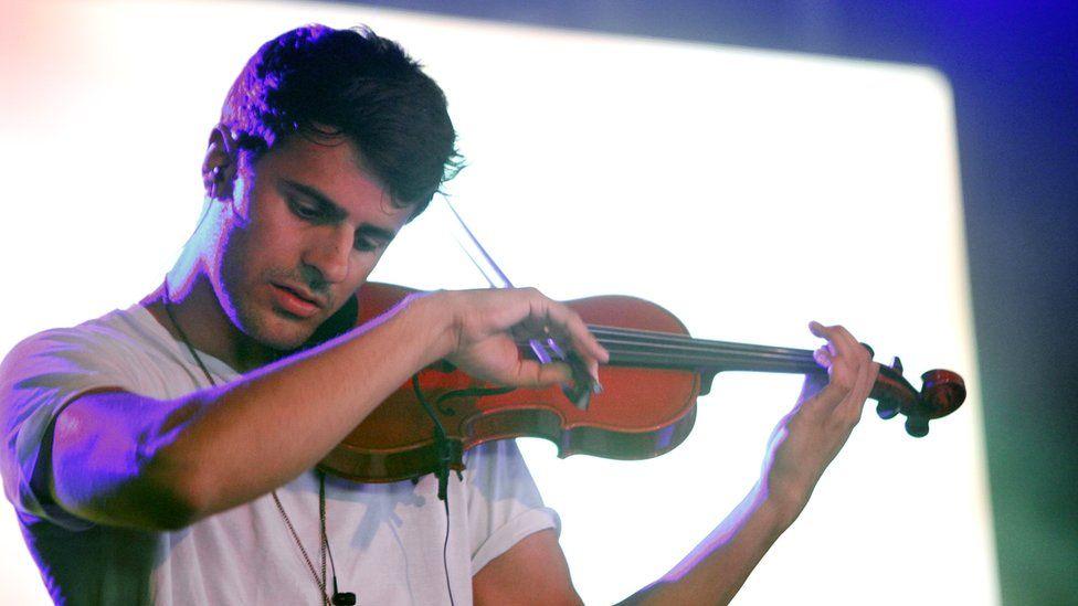 Violinist Neil Milan quits Clean Bandit - BBC Newsbeat