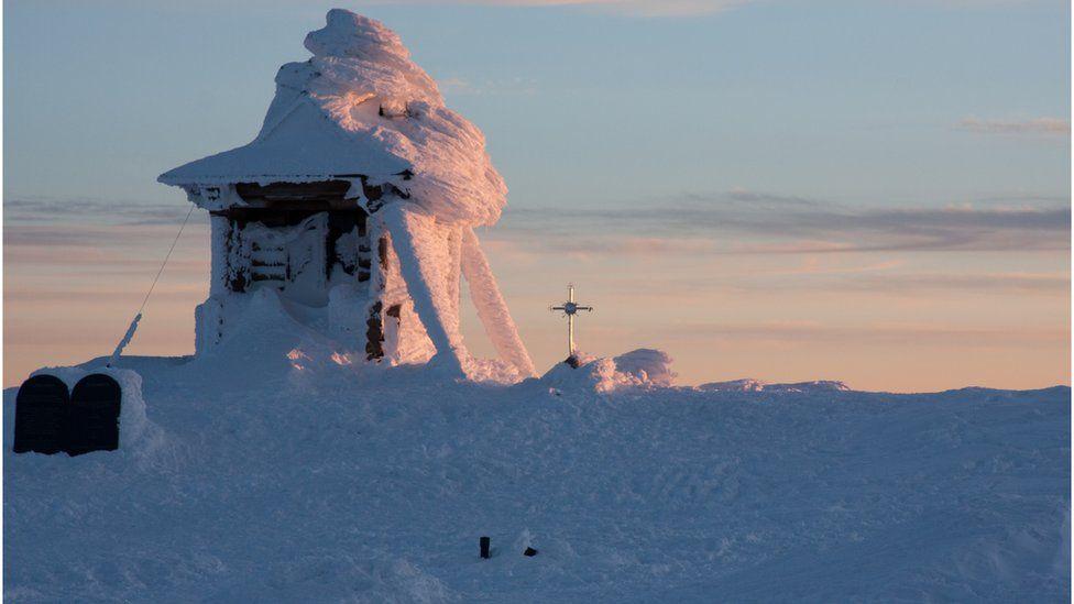Відкопуєш зранку вхід від снігу, вимірюєш швидкість вітру, а посеред ночі шукаєш заблукалих туристів. Історія рятувальників з гори Піп Іван