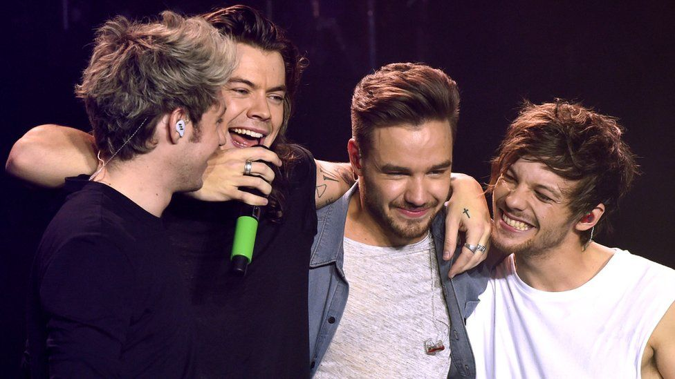 One direction play the final gig of their world tour in sheffield one direction stopboris