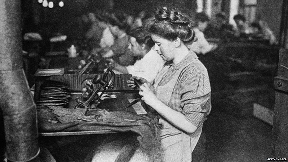 Women worked in factories in 1909