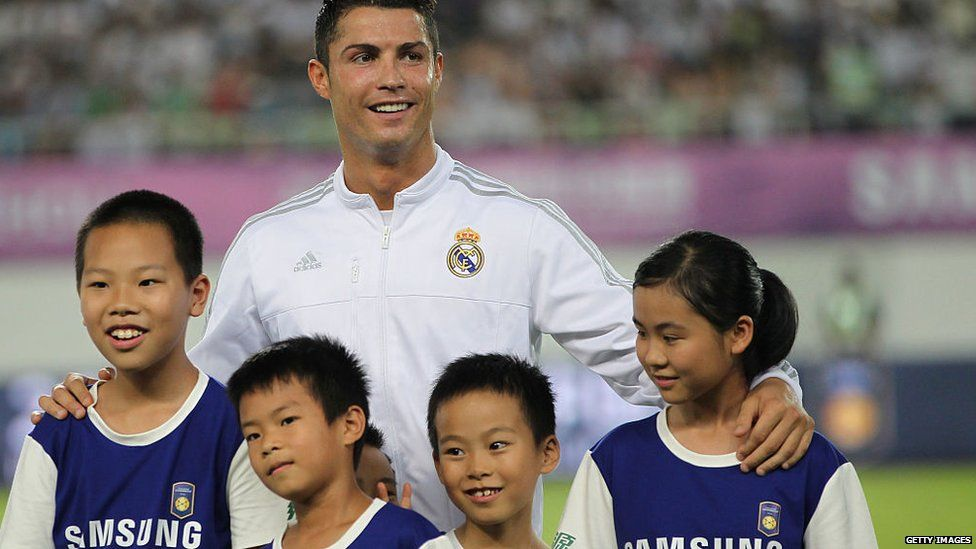 Cristiano Ronaldo with some ballboys and girls in China