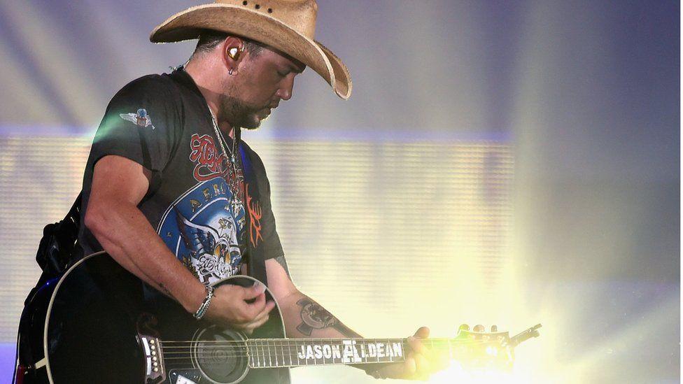 Jason Aldean playing guitar