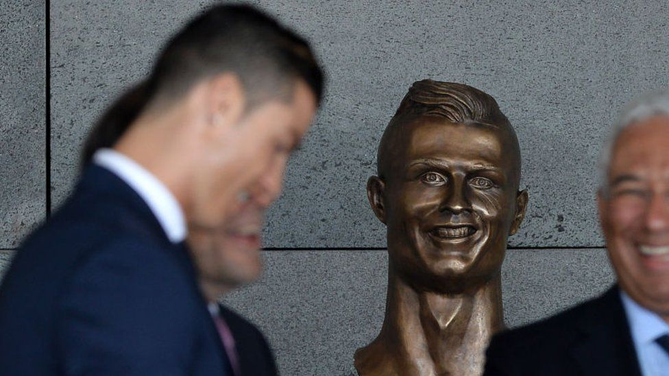 Ronaldo's statue at the airport