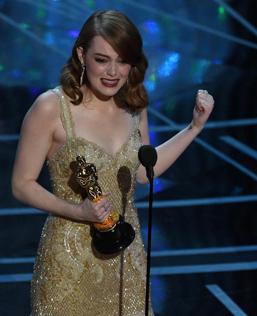 """""""Оскар"""" за найкращу жіночу роль відійшов Еммі Стоун, що зіграла у """"Ла-Ла Ленді"""". Це її перша нагорода Американської кіноакадемії."""