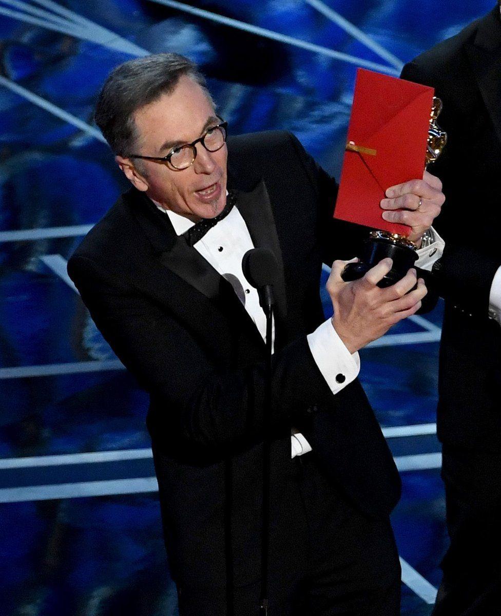 """Досі Кевін О'Коннелл був найбільш номінованою особою в історії """"Оскара"""" - із 21 номінацією і жодною перемогою. Та цього року він нарешті отримав свою золоту статуетку - за найкращий звук у фільмі """"З міркувань совісті""""."""