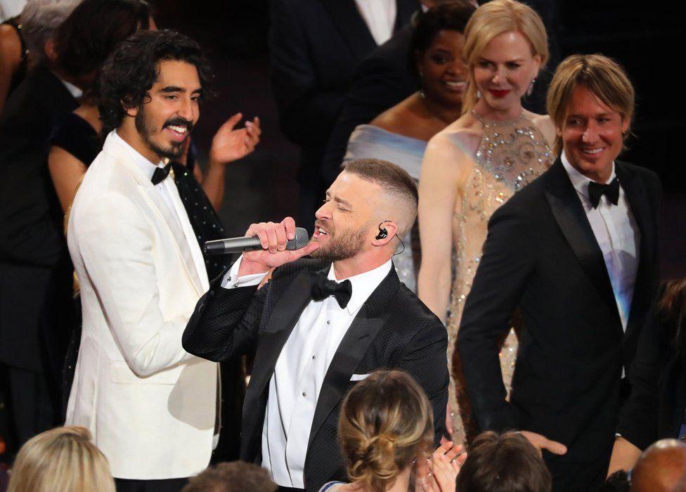 """Джастін Тімберлейк розпочав церемонію із пісні-номінанта на """"Оскар"""" """"Can't Stop The Feeling""""."""
