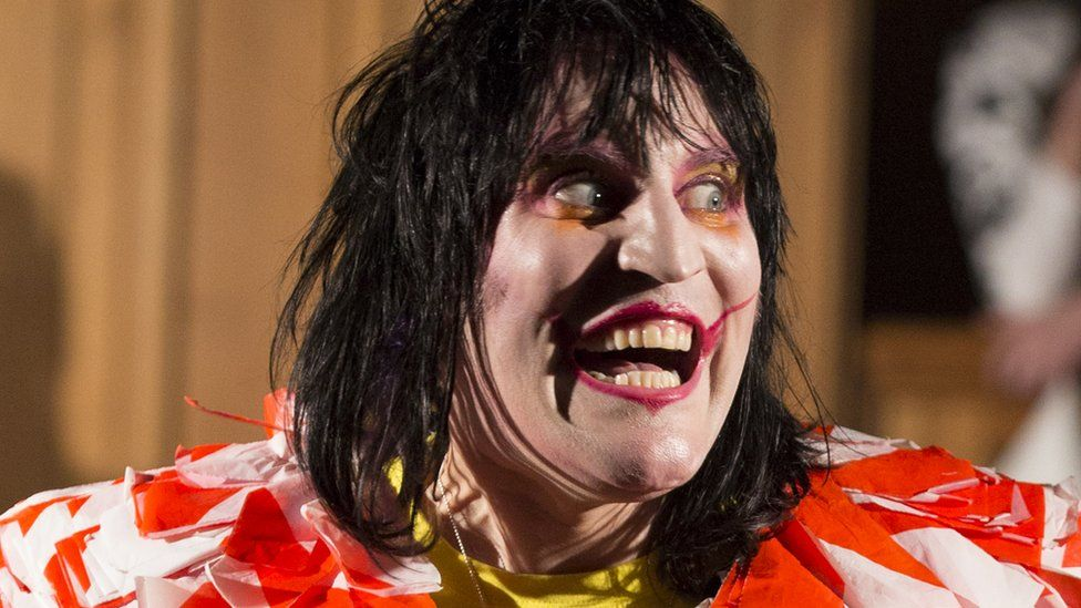 noel fielding qi 2018 Weird TV line ups that worked   and didn't   BBC Newsbeat noel fielding qi 2018