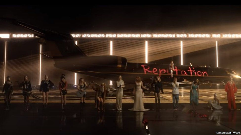Taylor Swift scrawls Reputation on the side of a jet