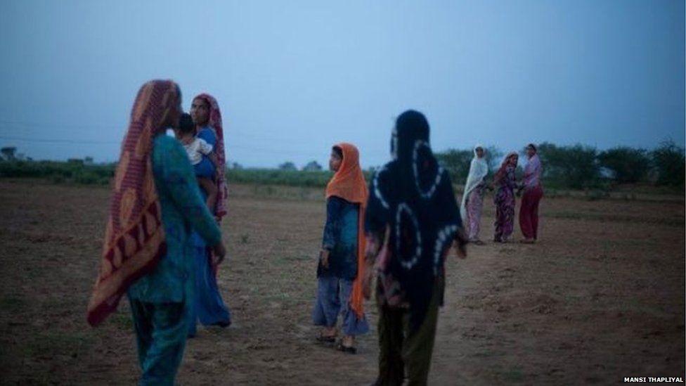 Women going to defecate in Uttar Pradesh