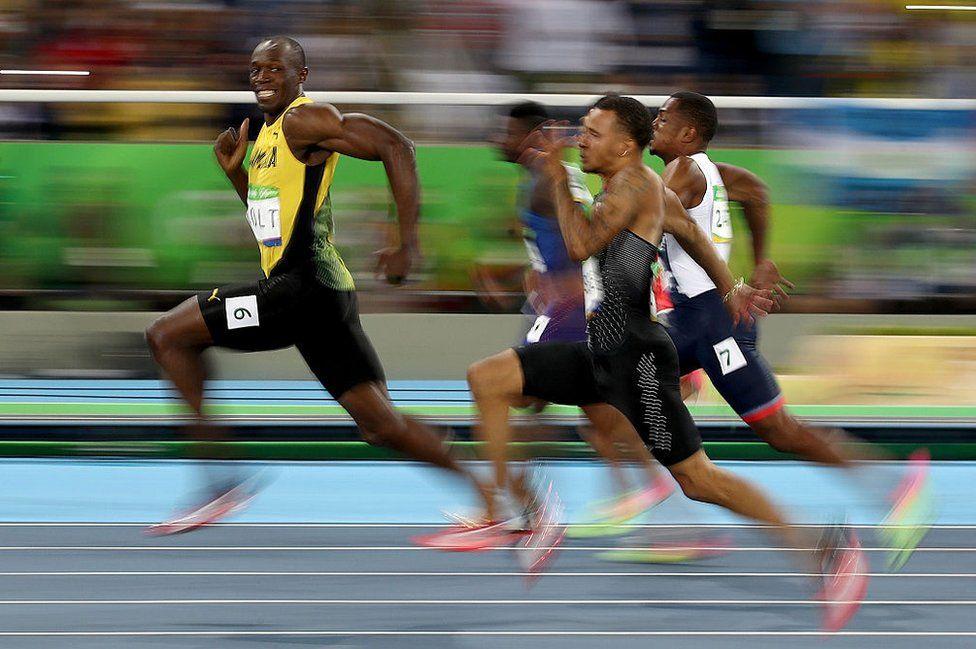 Usain Bol wa Jamaica akikamilisha mbio za mita 100mwanaume katika Olympiki mjini Rio 2016.