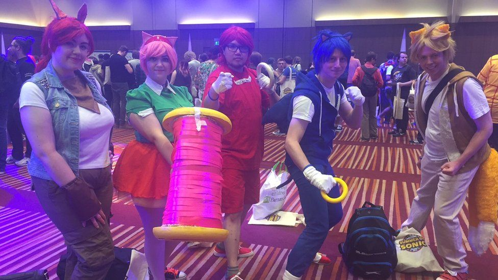Five peple dressed up as Sonic characters