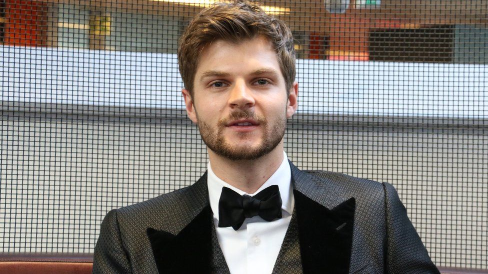 Jim Chapman felt he was oversharing in YouTube vlogs about his wife ... 33ae48bed