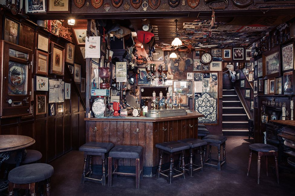The Nags Head pub - Belgravia, London