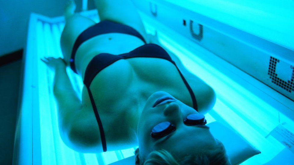 Health Risks Of Tanning Salons: Sunbeds Can Give You Herpes, Expert Warns 2