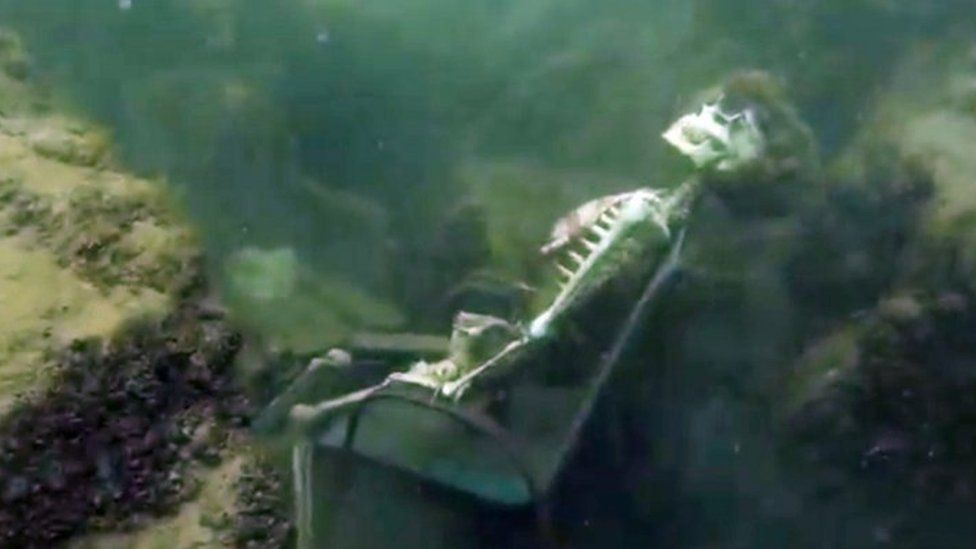 Diver finds underwater skeleton tea party