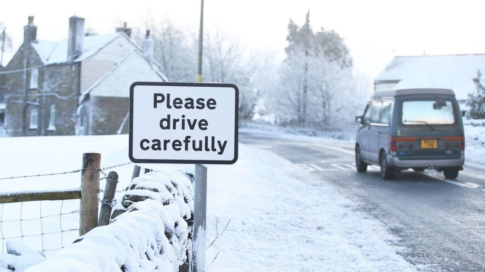 tips for driving in snow and ice seven ways to be safer bbc newsbeat. Black Bedroom Furniture Sets. Home Design Ideas