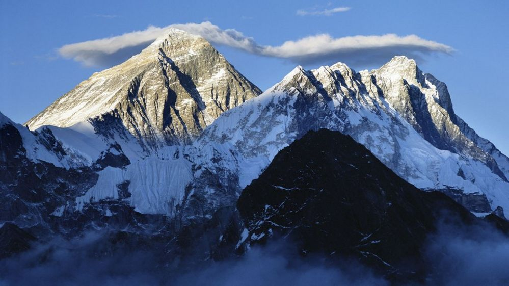 there s too much poo on mount everest says mountaineering boss