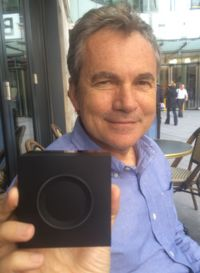 Martin Varsavsky holds up the Gramofon device