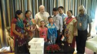 Jeet Bahadur Magar and his family with Narendra Modi