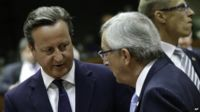 British Prime Minister David Cameron (L) speaks with European Commission President elect Jean-Claude Juncker during a round table meeting at an EU summit in Brussels (30 August 2014)