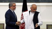 Afghan rival presidential candidates Abdullah Abdullah (L) and Ashraf Ghani shake hands after signing agreements for the country's unity government in Kabul (21 September 2014)