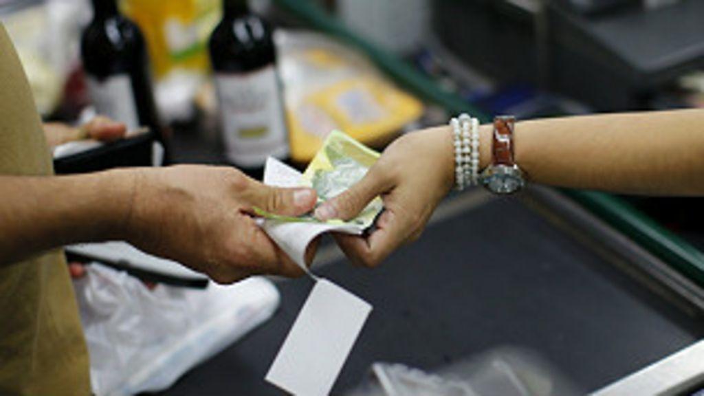 Venezuela devalúa el bolívar - BBC Mundo