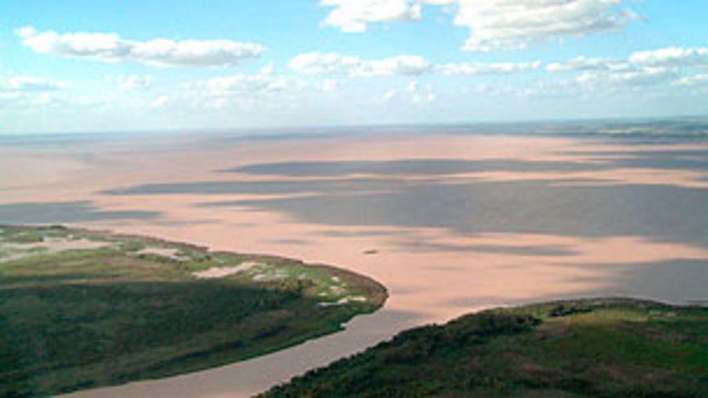 Argentinos recordam 'voos da morte' no delta do rio Paraná - BBC ...