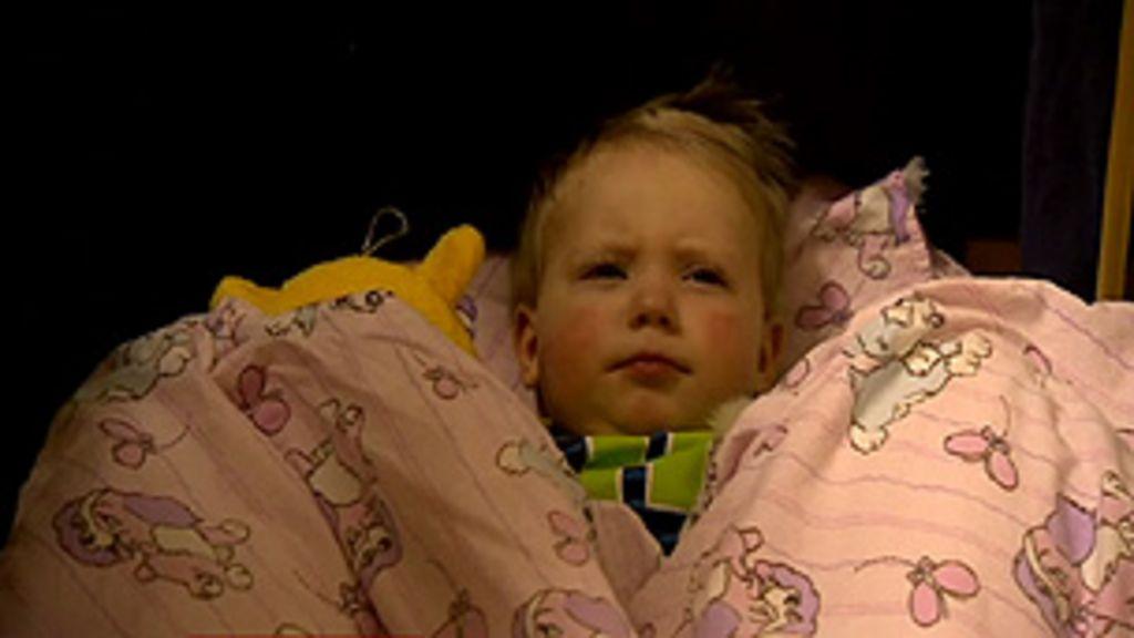 Creches noturnas oferecem alternativa para pais na Suécia - BBC ...